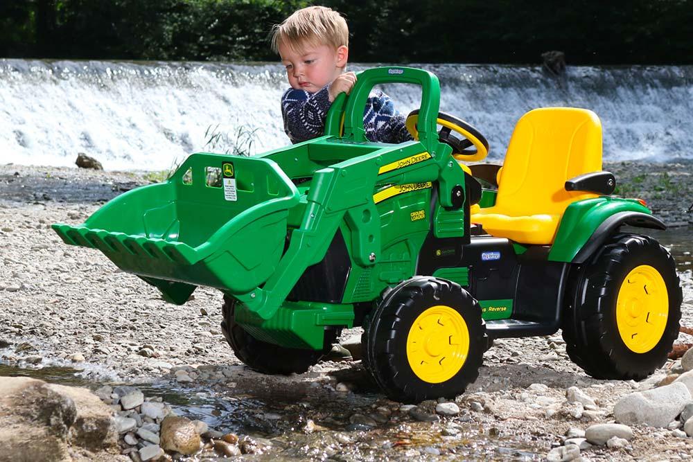 trattore-Peg-Perego-John-Deree-Ground-Loader-